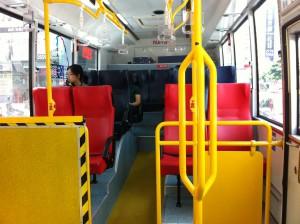 バス優先席(赤い席)